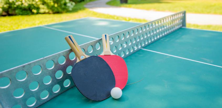 Raquttes et balle de ping pong